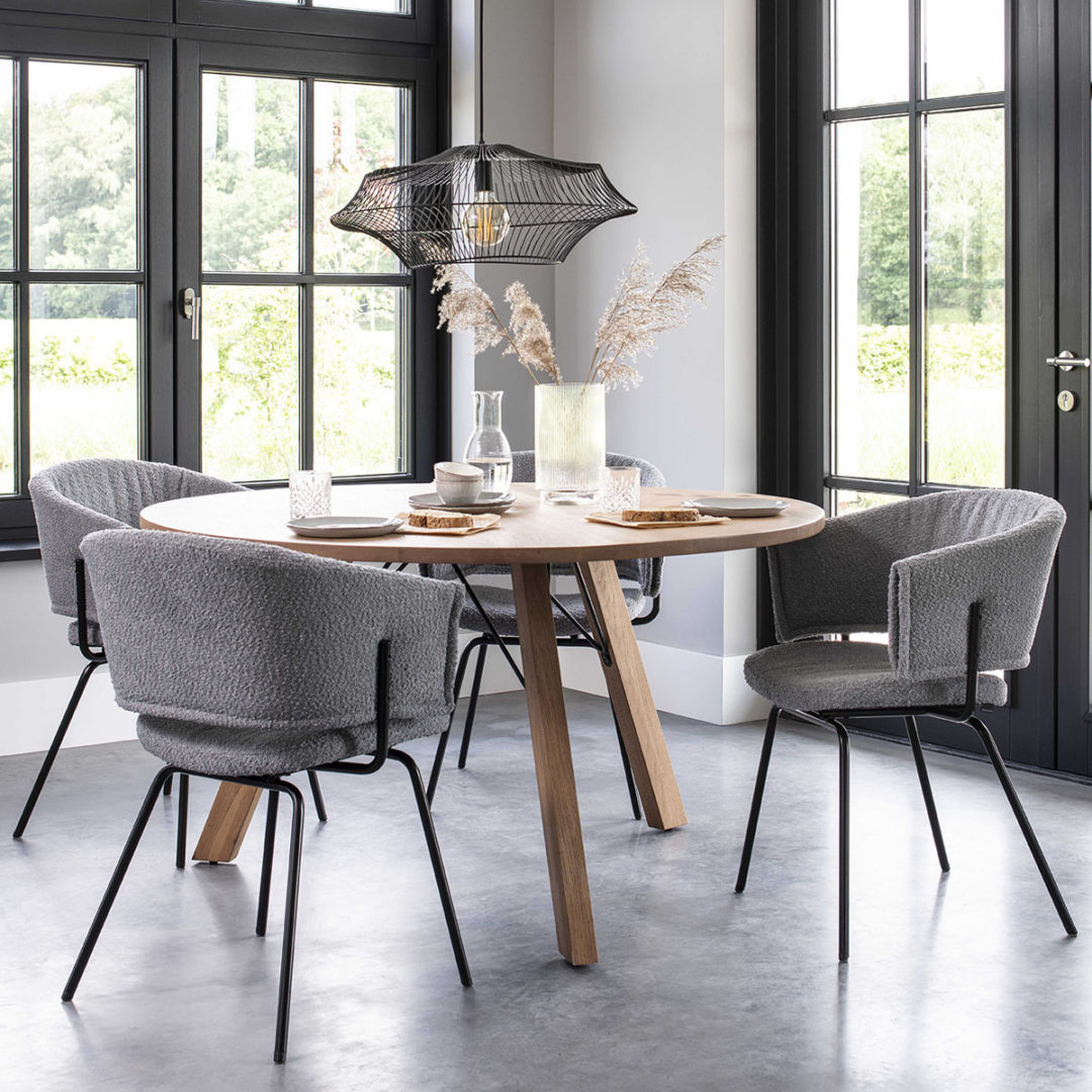 Bodilson 4x stoer - vesta groningen _0002_Ray dining table met Zion in Boucle 120 l. grey